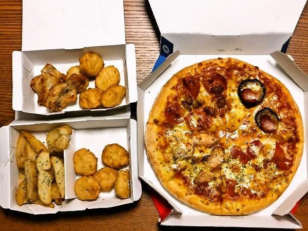 DL.site「大喜利やるぞ」DMM「じゃあ、俺達はピザパーティをしよう」